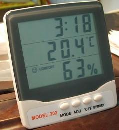 เครื่องวัดอุณหภูมิความชื่นในอากาศ
