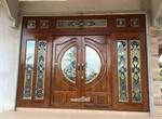 ประตูไม้สักบานคู่กระจกนิรภัย ประตูหน้าต่าง ร้านวรกานต์ค้าไม้