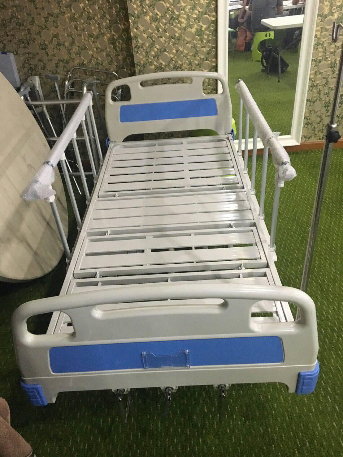 เตียง 3 ไกร์ มือหมุน หัว-ท้าย ABS ราวสไลด์ + ที่นอน + เสาน้ำเกลือ