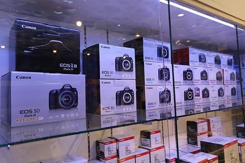 Canon EOS 5D Mark III 22.3MP DSLR Camera (w/ 24-105mm) Lens Kit