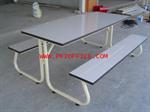 โต๊ะอาหารโครงเหล็กหน้าโฟเม้ก้าขาว