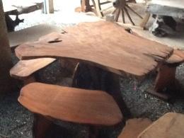 E004 โต๊ะรากไม้ประดู่ พร้อมเก้าอี้ 3 ตัว
