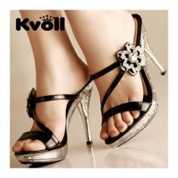 รองเท้าส้นสูงสีดำ ตกแต่งด้วยคริสตัล (L0001)