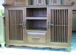 ชั้นวางทีวีไม้สัก แบบ 1 ลิ้นชัก 2 บานประตู และช่องวางของ 2