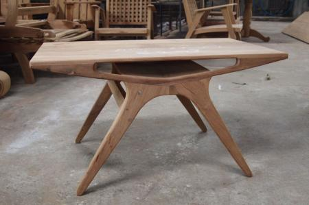 โต๊ะกลางไม้สัก ทรงฉลามหัวฆ้อน
