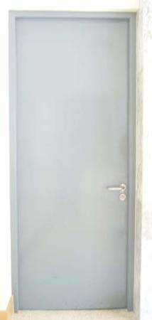 ประตูเหล็กบานเปิดทึบบานเดี่ยวแบบธรรมดา