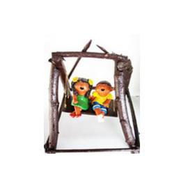 ตุ๊กตาดินเผาเด็กเล็กนั่งชิงช้า (SCD032)