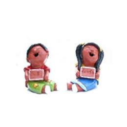ตุ๊กตาดินเผาเด็กถือป้ายคู่ชายหญิงแต่งสี (SCD024)
