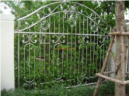 ประตูรั้วสแตนเลสแบบโปร่ง SS028