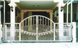 ประตูรั้วสแตนเลสแบบโปร่ง SS018