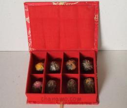 ชุดของขวัญ Gift Set  ชาดอกไม้ 8 แบบในกล่องผ้าไหม Gift S
