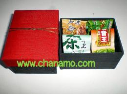 ชุดของขวัญ Gift Set  ชา 4 ชนิดในกล่องของขวัญผ้าไหม