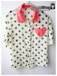 เสื้อชีฟองลายจุดแต่งกระเป๋าอกรูปหัวใจ