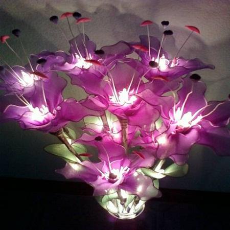 โคมไฟดอกลิลลี่สีม่วง