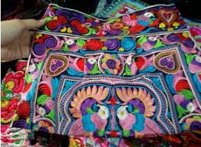 กระเป๋าผ้าม้ง สะพายข้าง BN008