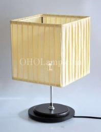 โคมไฟตั้งโต๊ะคุณสี่เหลี่ยมจับจีบ