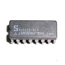 ชิป IC เบอร์ 82S123