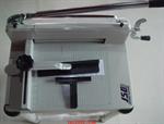 เครื่องตัดกระดาษ JSCรุ่น YT-M13B 10,500 บาท ( แถมฟรี! ขาตั้ง มูลค่า 3,000 บาท)