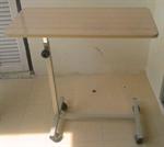 โต๊ะคร่อมเตียง เหล็กพ่นสี มีล้อเลื่อน (CS 14)