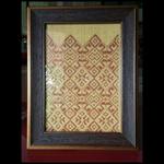 กรอบรูปผ้าทอเอื้อมเดือน (Frame woven wale ouamduan)