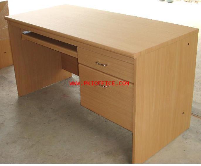 โต๊ะทำงานไม้แบบมีคีย์บอร์ด