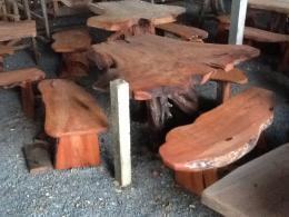 E005 โต๊ะรากไม้ประดู่ พร้อมเก้าอี้ 3 ตัว