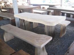 E013 โต๊ะสนามรากไม้กรรเกรา
