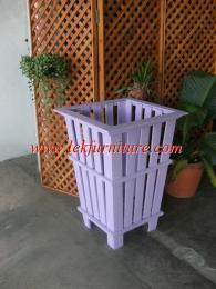 ถังขยะ หรือ ที่ปลูกต้นไม้ สีม่วง ไม้สัก