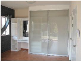 ตู้เสื้อผ้าและห้องแต่งตัว