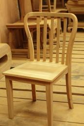 เก้าอี้ไม้สัก พนักพิงแบบซี่ไม้ ทรงโค้งมน