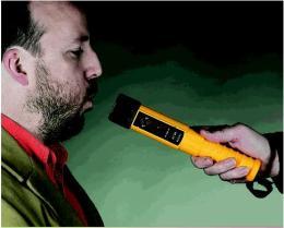 เครื่องตรวจวัดระดับแอลกอฮอล์ รุ่น AlcoBlow