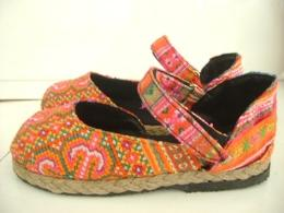 รองเท้าลำลองผ้าแม้ว รุ่นพาดข้าง-1