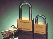 แม่กุญแจแท่ง คอสั้นสีทอง